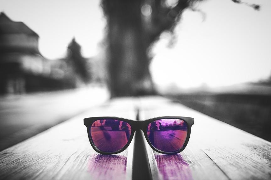 glasses-2144354_1280