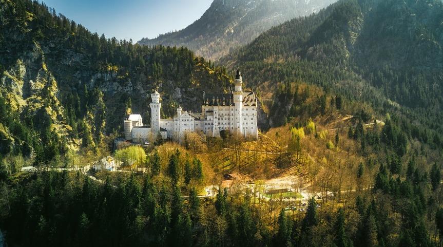 neuschwanstein-castle-2243447_1280.jpg